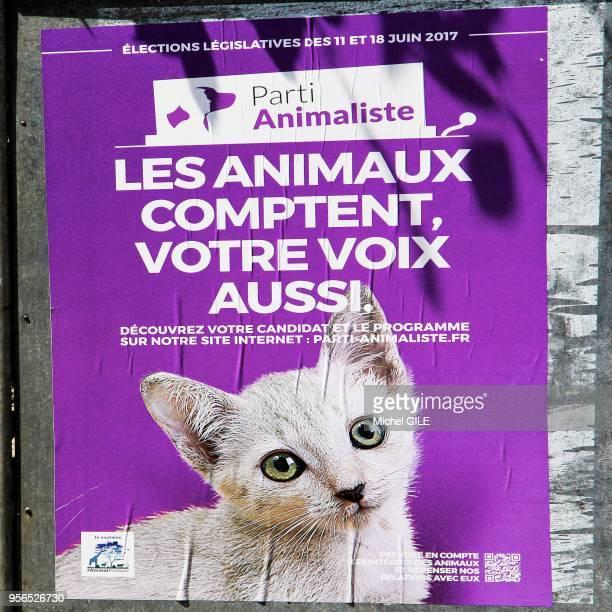 Affiche lors de la campagne pour les élections législatives du parti animaliste avec le slogan Les animaux comptent votre voix aussi 1er juin 2017...