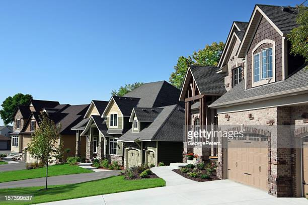 affluent suburban street - stereotypically middle class stock pictures, royalty-free photos & images
