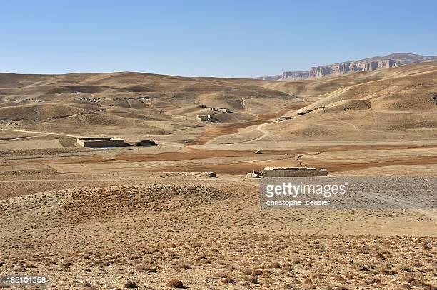 afghanischer bauernhöfe in der steppe - afghanistan war stock-fotos und bilder