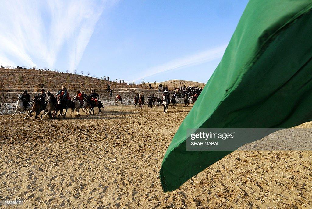 Afghan horsemen compete for a calf durin : News Photo