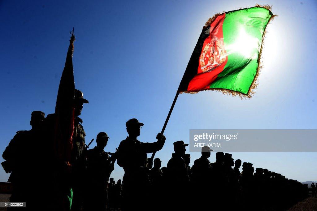 TOPSHOT-AFGHANISTAN-DEFENCE-ANA : ニュース写真