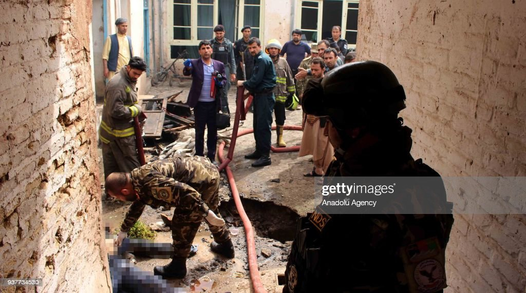Suicide bombers attack mosque in Afghanistan's Herat : Photo d'actualité