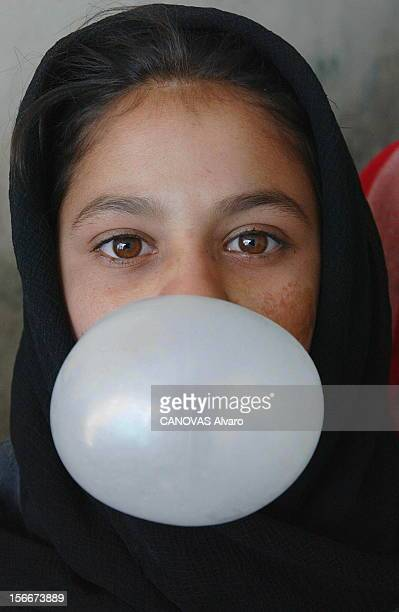 Afghan People Rediscover The Taste Of Freedom After The Fall Of The System Of Taliban. Dans un orphelinat mixte de KABOUL, portrait de face d'une...