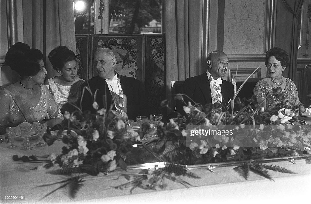 Afghan Queen Homeira (L), French Preside : Fotografía de noticias