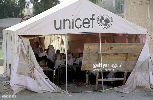 Afghan schoolgirls study in a UNICEF tent used as a classroom in Kandahar province on November 27 2016 / AFP / JAVED TANVEER