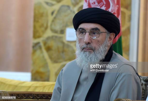 Afghan warlord and exprime minister Gulbuddin Hekmatyar looks on during a press conference in Kabul on August 5 2017 / AFP PHOTO / WAKIL KOHSAR