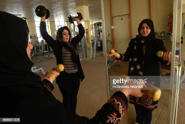 Afghan women exercise at a gym in Herat on December 27 2017 / AFP PHOTO / HOSHANG HASHIMI