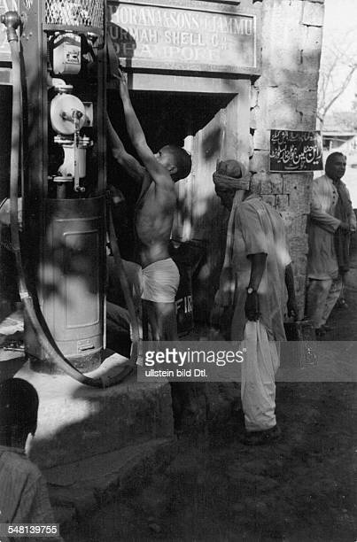 Afghanistan - fuel station in a city at the Indian Afghan border - um 1938