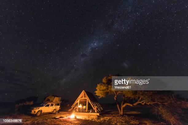 africa, botswana, kgalagadi transfrontier park, mabuasehube game reserve, camping ground under starry sky - kalahari desert fotografías e imágenes de stock