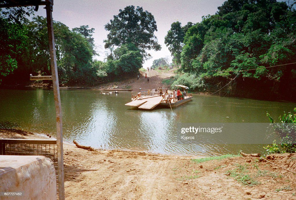 Africa, Central African Republic, View Of Jungle River Crossing By Barge (Year 2000) : Bildbanksbilder