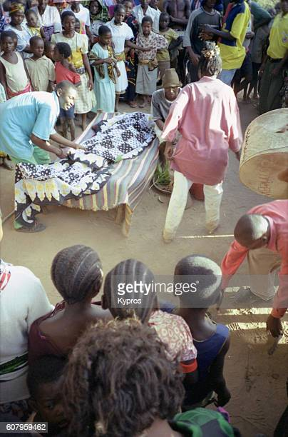 africa, east africa, tanzania, view of people at voodoo ceremony (or local dance, as it is sometimes called) (year 2000) - sangoma stock photos and pictures