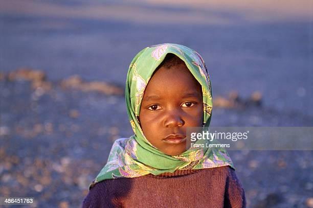 africa, namibia, girl wearing headscarf - native african girls - fotografias e filmes do acervo