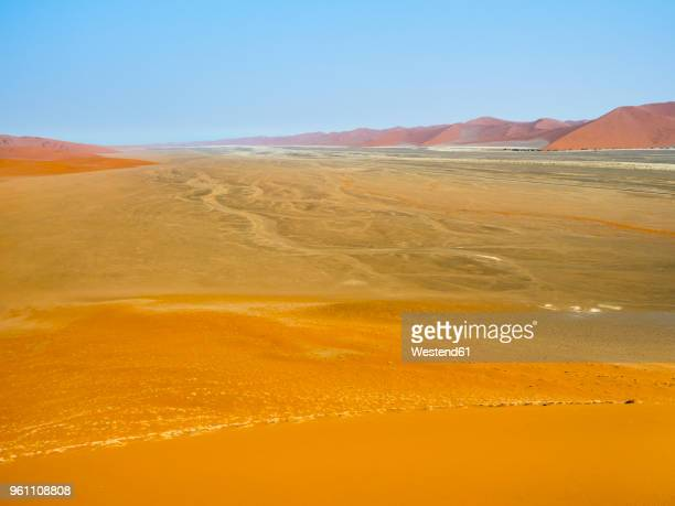 africa, namibia, namib wüste, naukluft national park, sossusvlei, view from dune 45 - wüste stock pictures, royalty-free photos & images