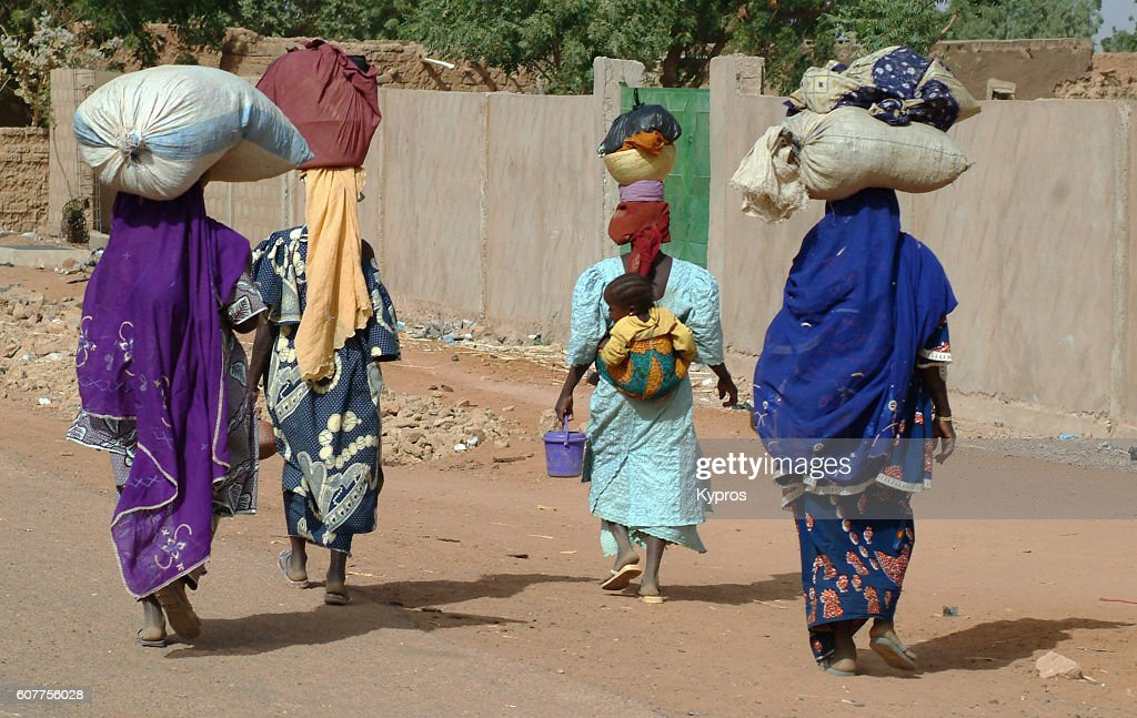 Africa, North Africa, Niger, View Of Women Walking Carrying Sacks On Head (Year 2007) : Stock Photo