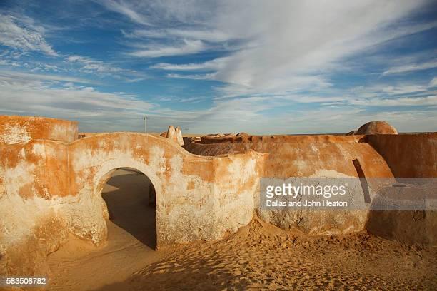 africa, tunisia, nefta, sahara desert, ong el djemel, star wars movie set - star wars stock pictures, royalty-free photos & images