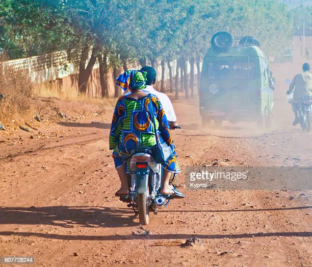 africa, west africa, mali, view of people riding moped (year 2007) - femme mali photos et images de collection