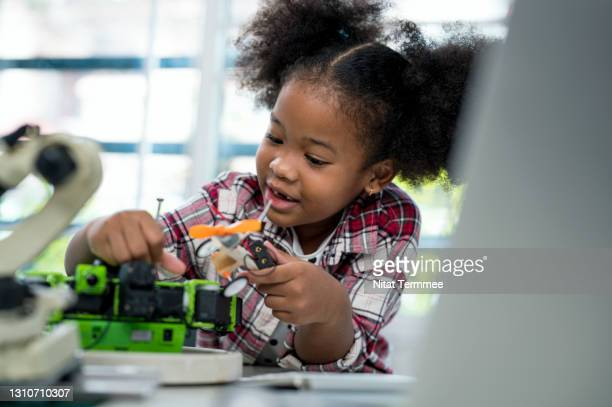 african american 4-5 years old schoolgirl learning on a robot design in technology class. improve kids learning skill and motivation concepts. - coding stock pictures, royalty-free photos & images