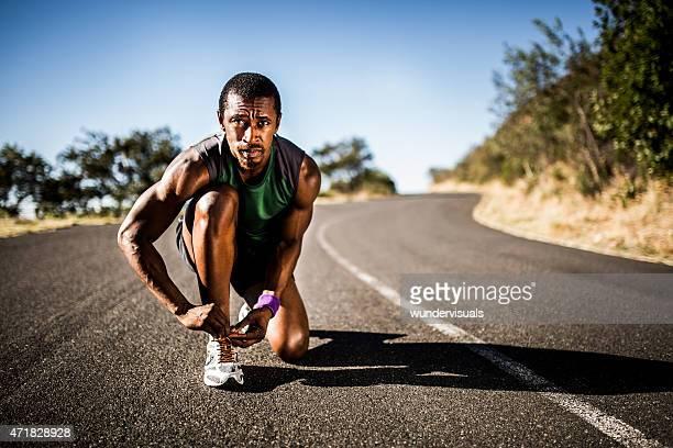 Afrikanische amerikanische Sportler Vorbereitung für ein fitness-Training