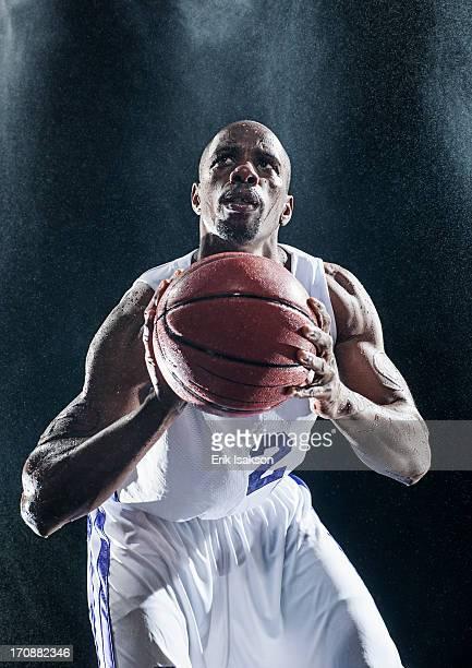 african american basketball player standing in rain - バスケットボールのユニフォーム ストックフォトと画像