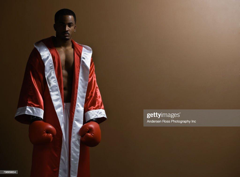 African American man wearing boxing gloves : Foto stock