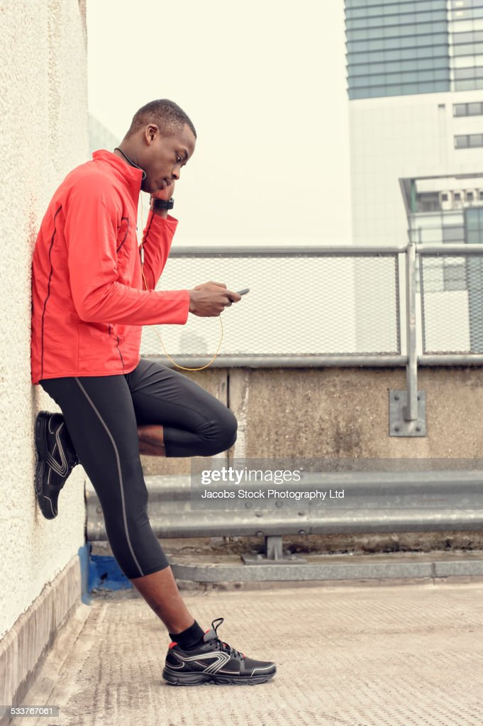 African American runner using cell phone : Foto stock