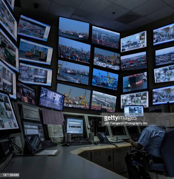 african american security officer working in control room - spionage und aufklärung stock-fotos und bilder