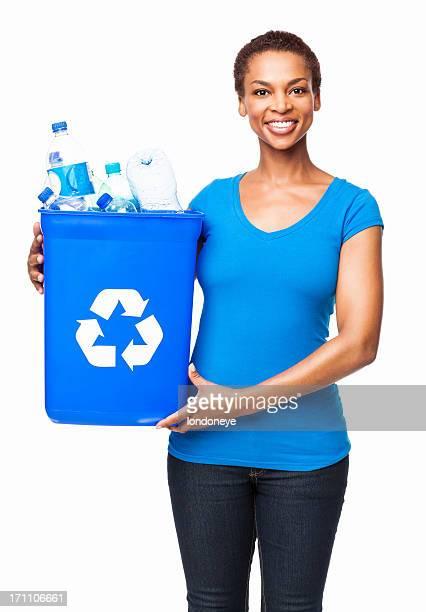 Afro-américaine femme tenant une poubelle de recyclage des déchets-isolé