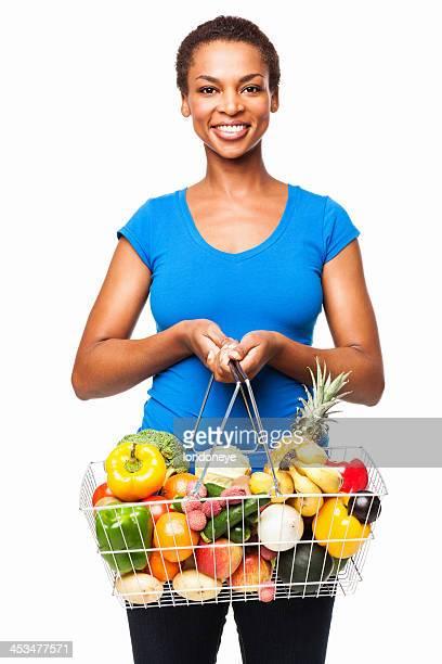 Afrikanische amerikanische Frau hält Korb mit frischen Lebensmittel-isoliert