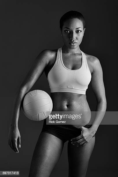 african american woman holding volleyball - damen volleyball stock-fotos und bilder