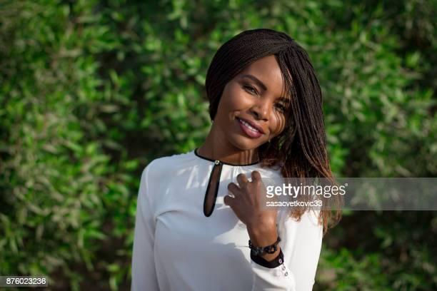 jovem americana africano sorrindo - afro americano - fotografias e filmes do acervo
