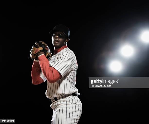 african baseball player pitching - pitcher stockfoto's en -beelden