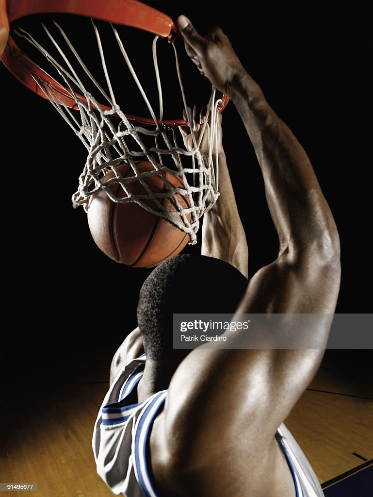 African basketball player scoring : Stock-Foto