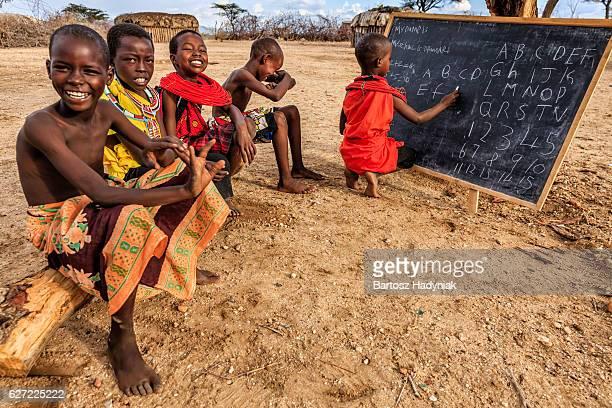 Crianças africanas durante inglês turma, Oriente África