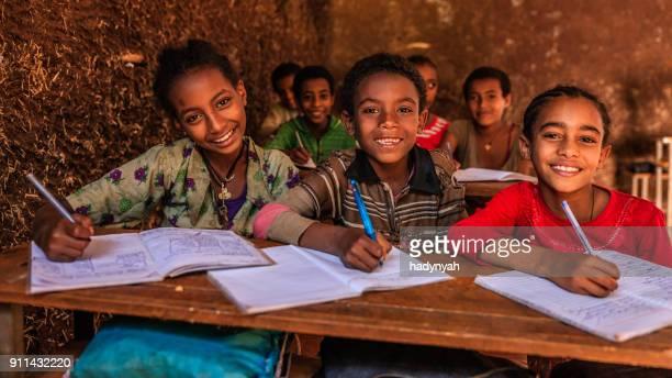 Afrikanische Kinder während des Unterrichts, Ostafrika