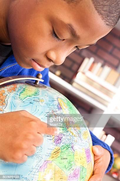 Afrikanischer Herkunft junge genießt Entdecken neuer Länder.  Welt.