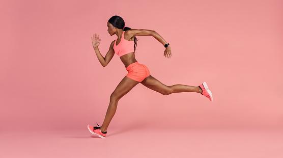 African female runner sprinting 903030912