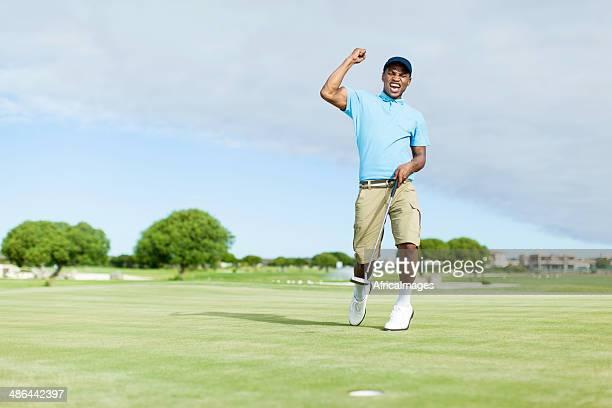 アフリカのゴルファーのお祝いに彼の獲得。 - ゴルフ選手 ストックフォトと画像