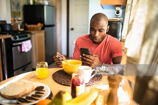 てアフリカ担当の朝食を自宅で用意