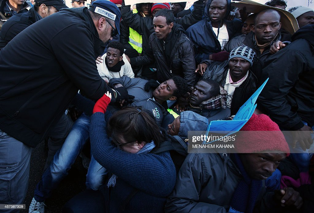 ISRAEL-AFRICAN-IMMIGRANTS-DEMONSTRATION : News Photo