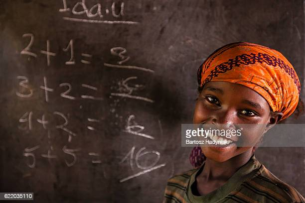 african little girl during math class, southern ethiopia, east africa - afrika stockfoto's en -beelden