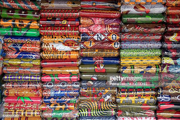 african market. african cloths. - togo fotografías e imágenes de stock