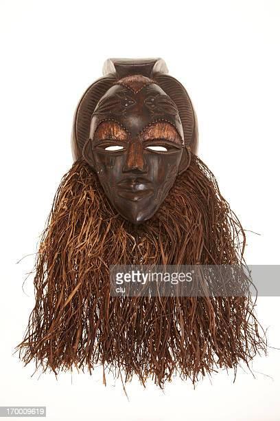 アフリカのマスクで分離白背景