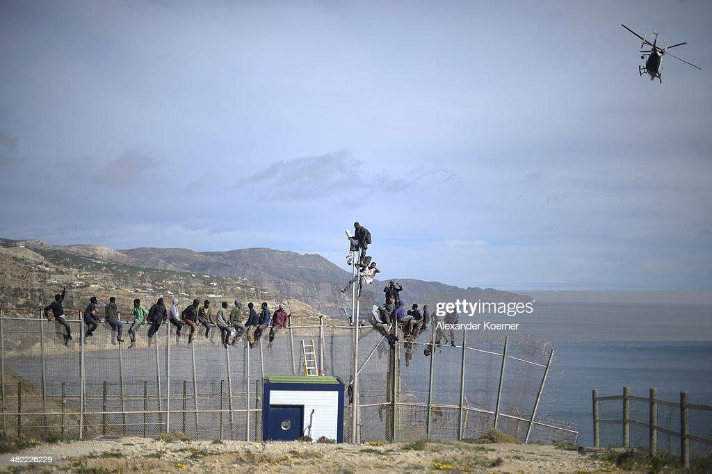 Migrants Seek Asylum In The Spanish Enclave Of Melilla In Northern Africa : Nachrichtenfoto