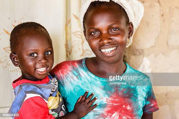 africana madre y bebé - áfrica del oeste fotografías e imágenes de stock