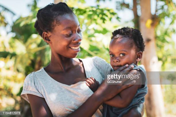 african mother and daughter - native african girls stock pictures, royalty-free photos & images