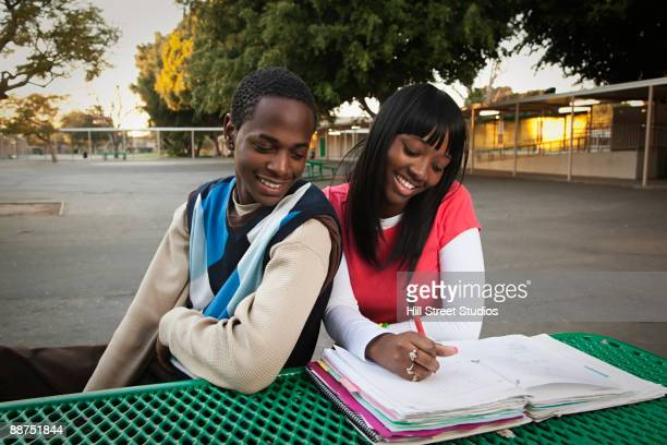african teenage couple sitting in school yard - patio de colegio - fotografias e filmes do acervo