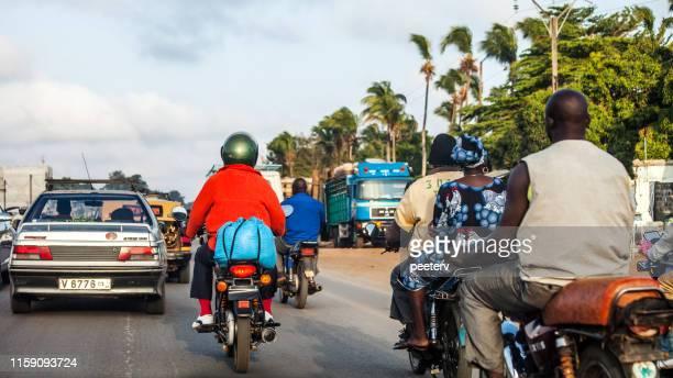 tráfico de la ciudad africana - cotonou, benin - áfrica del oeste fotografías e imágenes de stock
