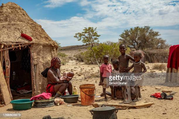 african tribal family, himba village, namibia, africa - himba foto e immagini stock
