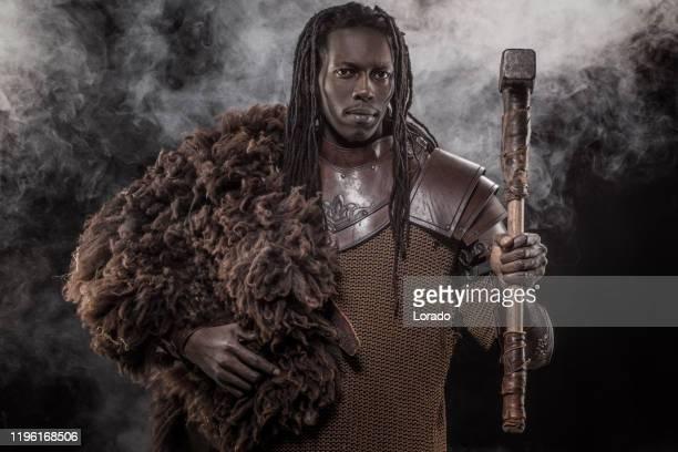afrikaanse viking warrior - koning koninklijk persoon stockfoto's en -beelden