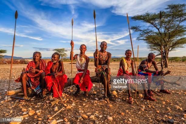 guerriers africains de la tribu samburu, centre du kenya, afrique de l'est - guerrier massai photos et images de collection